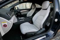 テスト車にはオプションの本革シート(アルパカグレー)が装着されていた。