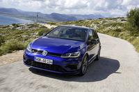 ヨーロッパ市場ではすでに発売されているマイナーチェンジ版「ゴルフ」。ベーシックモデルのエンジンが1.4リッターから1.5リッターに変更となるなど、大幅改良を受けている。
