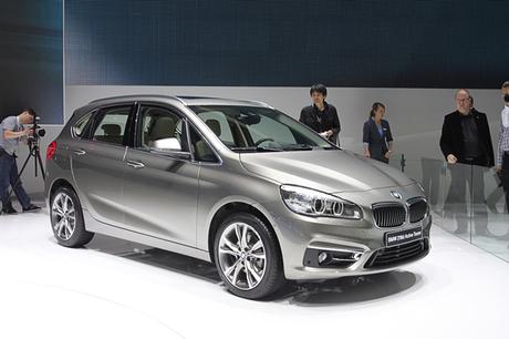 BMWとアルピナのブースに展示された最新モデルの姿を写真で紹介する。