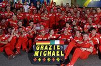 ありがとう、ミハエル! シューマッハーの引退は、フェラーリの輝かしい一時代の区切りとなる。偉大なるドイツ人チャンピオンから、マッサとライコネンという新しい時代のドライバーたちへバトンが渡される。(写真=Ferrari)
