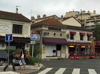 """「YAMAGATA」「SAITAMA」……パリでは「47の都道府県がすべてそろっているのでは?」と思うほど、県名を冠した和食レストランを多く見かける。写真の店は、屋号(FUJIYAMA)に対して""""本物感""""が薄かったのか、すでに閉じていた。"""