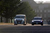 ガソリンハイブリッドのミニバンと、ディーゼルハイブリッドを搭載するドイツの高級セダン。いずれもショーファードリブンとして注目の2台。