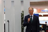 アルピナ社のアンドレアス・ボーヘンジーペン社長も来日。プレスカンファレンスであいさつを述べた。
