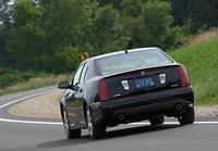 【スペック】V8:全長×全幅×全高=4995×1845×1455mm/ホイールベース=2955mm/車重=1840kg/駆動方式=FR/4.6リッターV8 DOHC32バルブ(320ps/6400rpm、43.3kgm/4400rpm)