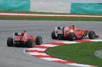 フェラーリの苦戦は続く。アロンソ予選5位、フェリッペ・マッサ同7位と速さでレッドブル、マクラーレンにまったく歯が立たず、決勝ではアロンソが3位を狙うまで挽回するも接触により6位ゴール。マッサは地味ながら5位でレースを終えた。一発の速さが足らない、という課題認識だけが収穫だった。(Photo=Ferrari)