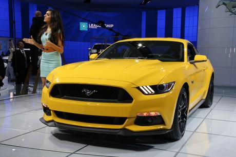 デトロイトショーの会場に展示された、新型「フォード・マスタング」を写真で紹介する。