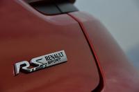 新型「ルーテシアR.S.」には、日常性能とスポーツ性能を両立させた「シャシー スポール」と、本格的なスポーツ走行にも対応する「シャシー カップ」が用意される。試乗車は前者。