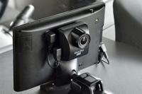 「ゴリラ・アイ」はナビ本体の背面にカメラを固定。広角&高感度のカメラは夜間でもくっきり広範囲を記録する。