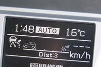 アダプティブクルーズコントロールの作動状態は、メーター内のマルチファンクションディスプレイで確認可能。前走車との距離は3段階で調整できる。