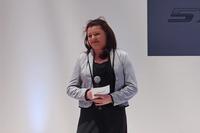 """発表会にはマクラーレンの創始者であるブルース・マクラーレン氏の娘、アマンダ・マクラーレン氏が""""ブランドアンバサダー""""として出席した。"""