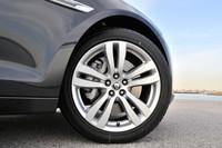 「XF」の3リッターモデルのタイヤサイズは245/45ZR18。