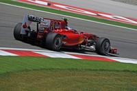 フェラーリはレッドブルやマクラーレン、メルセデスにまったく歯が立たず、中堅ルノー相手の日曜日を過ごした。これまでトルコで3勝しているフェリッペ・マッサは予選8位、フェルナンド・アロンソ(写真)に至っては同12位と低調。マッサはロバート・クビサと相対し、無難なレース運びで7位、アロンソは終盤ようやくビタリー・ペトロフを攻略し8位フィニッシュ。(写真=Ferrari)