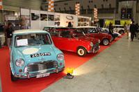 オリジナル・ミニとその仲間たち(ミニのコンポーネンツを使った英国のスペシャリストカー)を並べた「ミニ・デルタ」のブース。