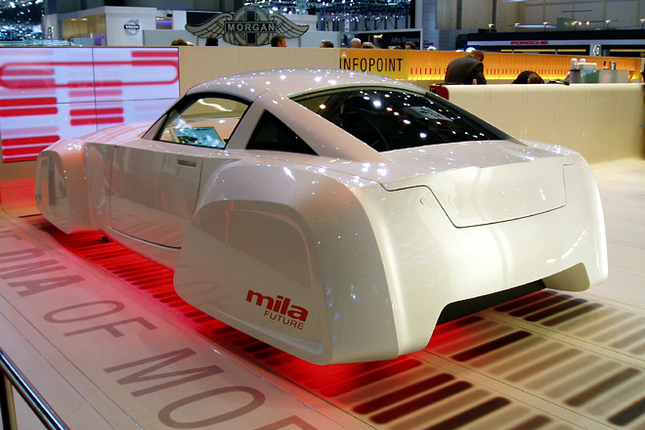 「シュタイア」 シュタイアは本来、自動車のエンジニアリングやアウトソーシングを行なう会社だが、技術力アピールのためにオリジナルのデザインをまとったモデルを展示していた。ちなみに、BMWのX3はシュタイアの仕事。