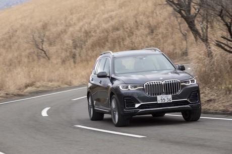 """大仰な""""キドニーグリル""""に象徴される華美な装飾に目が行きがちだが、「BMW X7」の本質は単なるおしゃれ系..."""