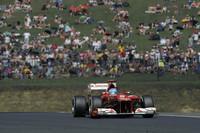 """何かと""""持っている""""フェルナンド・アロンソ。フェラーリはハンガロリンクで苦戦をしいられたが、予選6位から5位入賞。しかもポイントランキング2位のマーク・ウェバーが8位に終わったことで、34点から40点までリードを拡大しチャンピオンシップ首位をキープしている。この日、フェラーリのエースは、31歳の誕生日を迎えた。(Photo=Ferrari)"""