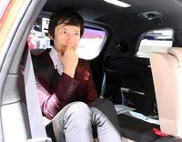 狭い空間は苦手なものの、モーターショー会場では、サードシートに収まってみたがる矛盾に満ちた筆者。