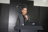 マツダの統合システム開発本部 電子開発部長の池田利文氏は、松本氏の話した「事故を起こしづらい環境を整えること」について具体的に説明。例えば視界確保のためには、ヘッドアップディスプレイの採用などにより、視線をなるべく動かさずに必要な情報を確認できるようにするなどの工夫が重ねられている。