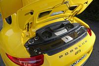3.8リッターのフラットシックスは、いよいよ「911カレラ」シリーズの直噴ユニットがベースに。