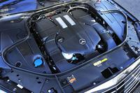 442psの総出力を発生するハイブリッドシステム。自然吸気のV8ガソリンエンジンに匹敵する動力性能とうたわれる。