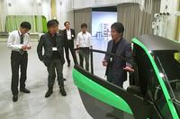 「i-ROAD」は、筆者が所属している「日本デザイン機構」のワークショップにも登場した。参加者たちは独特のデザインに興味津々だった。