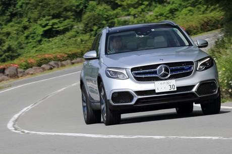 メルセデス・ベンツの燃料電池自動車「GLC F-CELL」が、いよいよ日本の道路を走り始めた。カタログに記され...