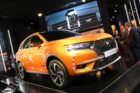 ジュネーモーターショーで披露された「DS 7クロスバック」。ドイツ車とは別次元のプレミアムに対する解釈と、さまざまなハイテクノロジーがセリングポイント。生産はフランス(ミュールーズ)と中国(深セン)で行われる。