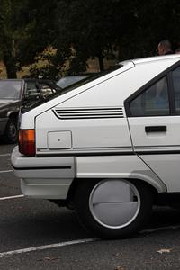 「シトロエンBX」(1983-1994)もハイドロニューマチックサスペンションを採用していた。