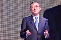 北米での好調な販売状況を報告する、吉永泰之代表取締役社長。