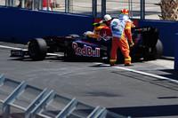 まさかの無得点に終わったレッドブル。セバスチャン・ベッテル(写真)はフリー走行に続き本番のレースでもエンジントラブルに見舞われリタイア。最初のピット作業までは5位を走行していたが、フューエルリグの問題でもう1回余分にピットに入りポイント圏外に落ちていた。マーク・ウェバーは思うように「RB5」をドライブできず、予選9位、決勝では最後のピット作業で宿敵バトンとロバート・クビサに抜かれ、結局9位だった。(写真=Red Bull Racing)