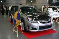 「2009/2010年度 自動車アセスメントグランプリ」に輝いた「スバル・レガシィ」。乗員保護については、運転席助手席ともに最高点の「6+」。歩行者の頭部保護性能も最高の「レベル5」と評価された。