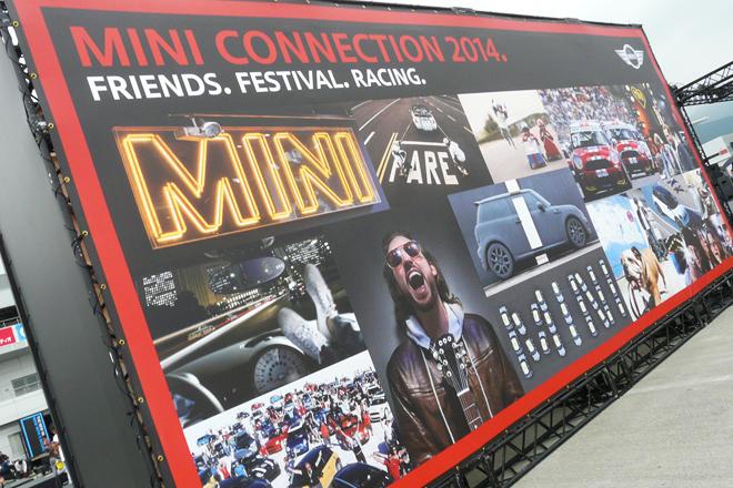 「MINI 5ドア」の発表会は、富士スピードウェイで開催されたイベント「MINI CONNECTION 2014」にて行われた。