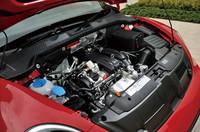 フォルクスワーゲンおなじみの1.2リッターTSIエンジンを搭載。7段DSGを組み合わせることにより、JC08モード燃費は17.6km/hを達成した。