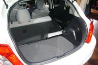 奥行きが15cmほど広がった荷室。FF車に限り、フロアの高さを12cm下げられる「アジャスタブルデッキボード」が選べる。
