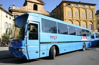 イタリアの郊外行きバスは、スタイリッシュな外観と裏腹に、エアコンが効かなかったり壊れていたりで換気が悪く、酔いやすい。