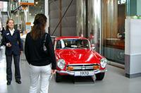 アウトシュタットのミュージアム入り口、とても目立つ場所に「ホンダS800」が飾られていた。