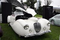1946年「ドライエ135Mカブリオレ」。官能的とさえ称されるフィゴーニ製ボディを持つ、いわば「走るデカダン」。