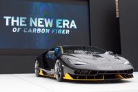 「Excellence in Carbon Fiber」の会場では、2016年3月のジュネーブモーターショーでデビューしたランボルギーニの限定車「チェンテナリオ」が披露された。