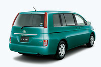 「トヨタ・アイシス」、エンジン変更で燃費向上