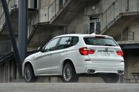 試乗車のボディーカラーはアルピンホワイト。「デコセット」と呼ばれるボディーサイドのデコレーションラインはゴールド。