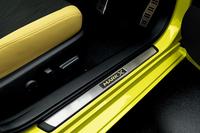 黄色をまとう特別な「トヨタ・マークX」発売の画像