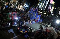 セレモニアルスタートの舞台は帯広駅前。約5万5000人のギャラリーが大挙して訪れた。(写真=スバル)