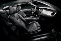 黒一色のマスタング「Mustang THE BLACK」発売の画像