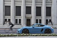 ポルシェの2シータースポーツカー「718ケイマン/718ケイマンS」。リファインされたデザインと新開発エンジンの採用により、従来のケイマンよりも一段と魅力を増している。