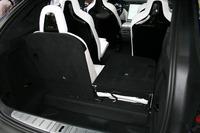 荷室容量は6シーターレイアウトで2180リッターが確保可能。