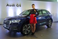 発表会場には、モデルのすみれさんも姿を見せ、2代目「Q5」披露の場に華を添えた。