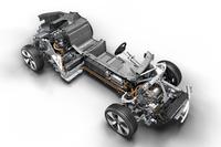 「BMW i8」のドライブモジュール(写真右下が車体前方)。フロントにモーター、センタートンネルにリチウムイオンバッテリー(総電力量7.1kWh)、リアに1.5リッター直3エンジンが搭載される。
