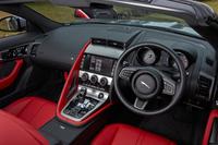 テスト車にはオプションのプレミアムレザーインテリア(24万8000円)が装着されていた。