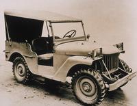 陸軍の要請に対してウィリス・オーバーランド社が製作したプロトタイプ「WILLYS QUAD(ウィリス・クワッド)」。1940年11月に軍に収められ、テストが行われた。