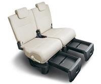 「ムーヴ キャンバス」の後席と、その座面下から引き出して使う「置きラクボックス」のイメージ。